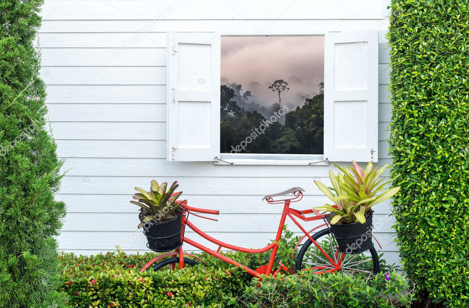 Велосипед и горный пейзаж в окне