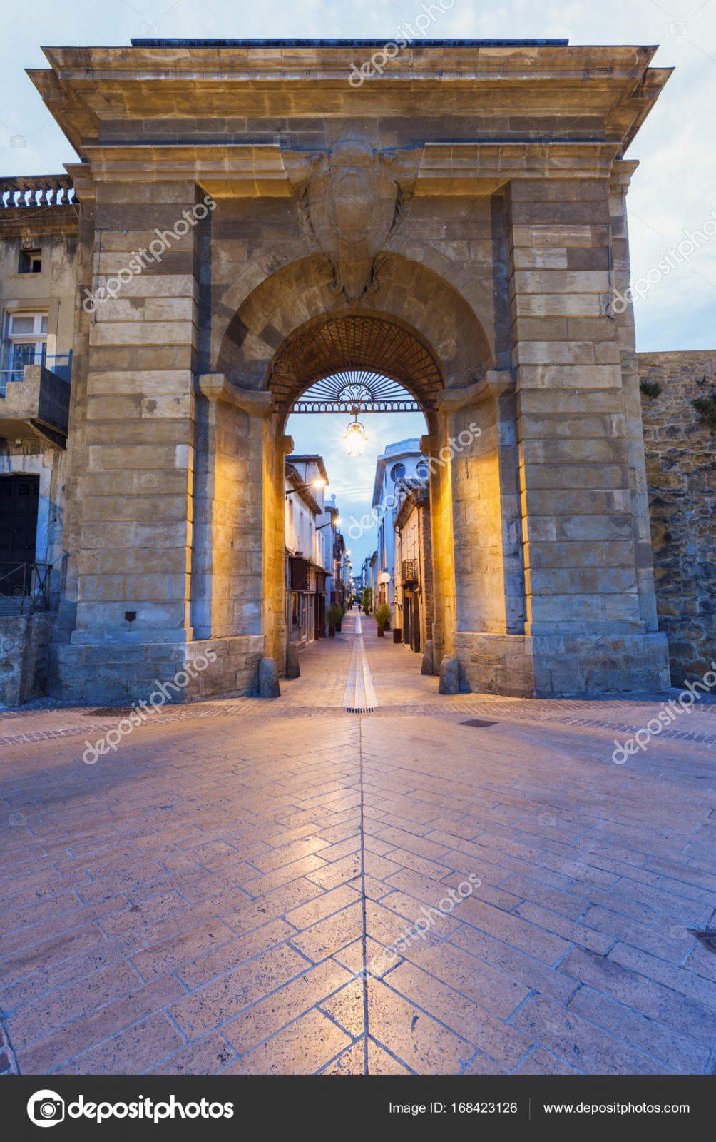Ворота якобинцев, Франция