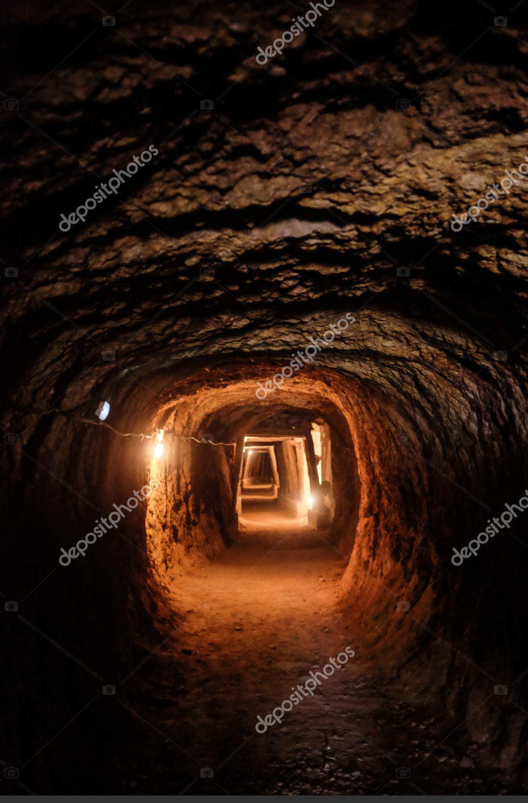 Длинный освещённый тоннель