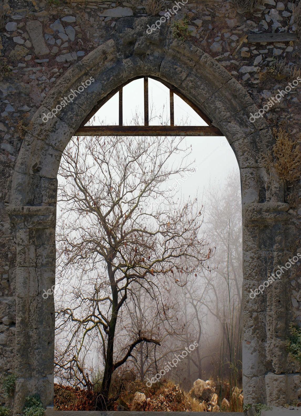 Зимний пейзаж сквозь старые окна
