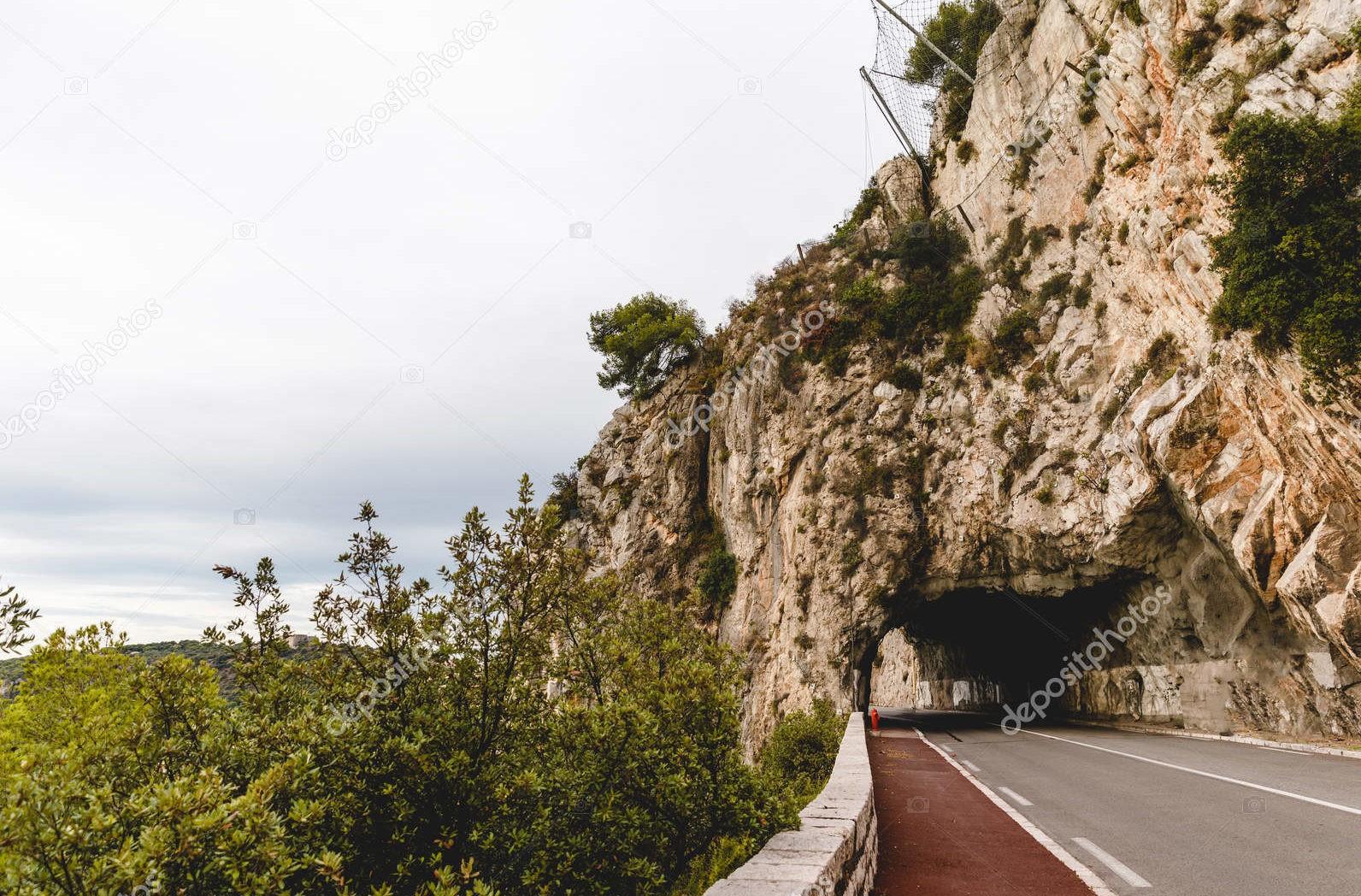 Горная дорога с тоннелем