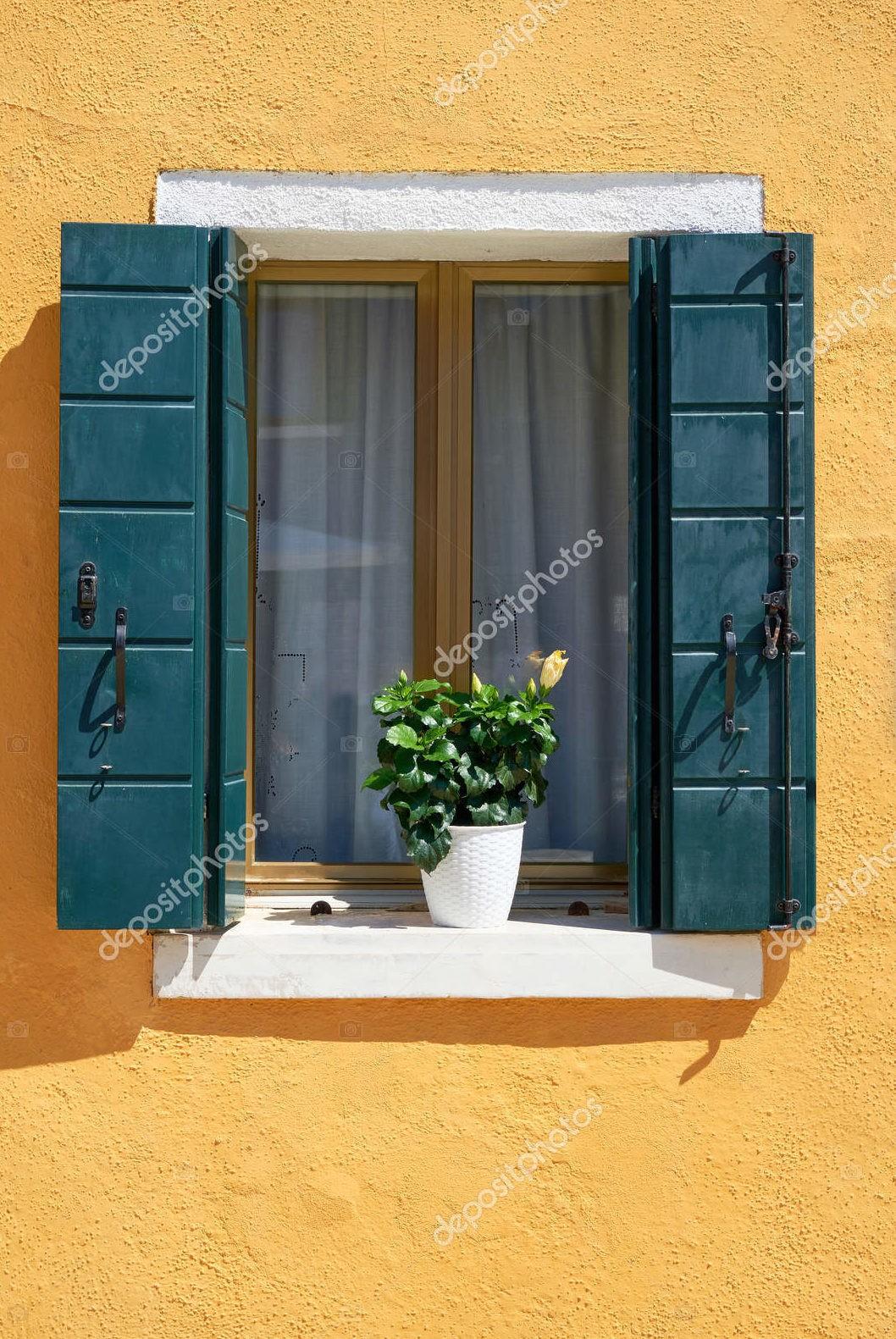 Окно с зелеными ставнями, Италия