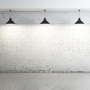 Лампы и кирпичная стена