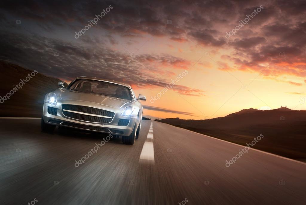 Автомобиль люкс на дороге